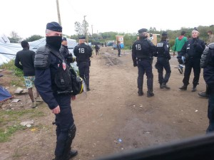 calais flics dans la jungle